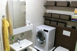 Newly built bachelor pad in outer city center