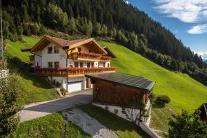 Ferienwohnungen Eggerhof - Hotel - Racines