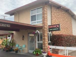 . Fir Grove Motel