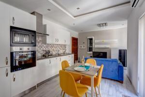 Modern Apartment just off the Promenade