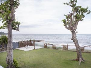. Linda casa com cinco suítes, pé na areia da Praia Rasa