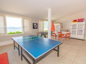 . Linda casa com 6 suítes, e praia privativa, em condomínio do Portobello