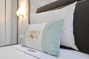 Famous Crows Lisbon Suites, Guest houses  Lisbon - big - 23