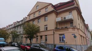 . Citynahe Dachgeschosswohnung für Preisbewusste in Schwerin