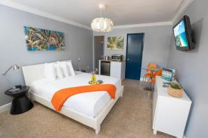 Hollywood Beach Suites and Hotel