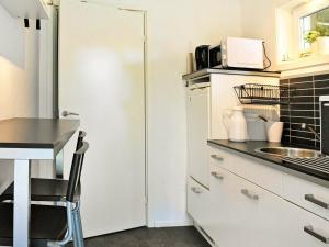 Two-Bedroom Holiday home in Fjällbacka 3, Case vacanze  Fjällbacka - big - 2