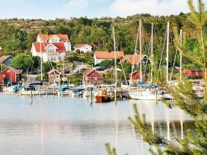 Two-Bedroom Holiday home in Fjällbacka 3, Case vacanze  Fjällbacka - big - 3