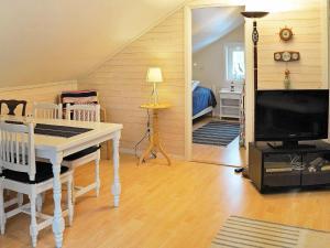 Two-Bedroom Holiday home in Fjällbacka 3, Prázdninové domy  Fjällbacka - big - 8
