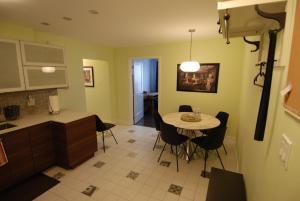 Luxury Three Bedroom Apartment
