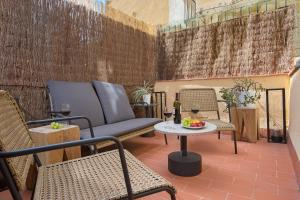 Private Terrace, Spacious 3BR near Poble Sec¤