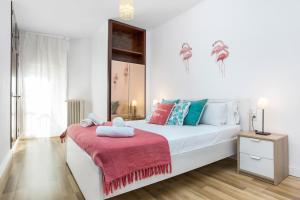 Huge and Bright Flat for 8 near Sagrada Familia