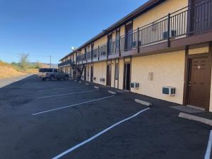 Golden Hills Motel