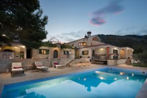 Plano Villa Sleeps 10 Pool Air Con WiFi