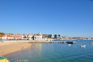 Estoril Cascais Lisbon spacious ensuite luxury room 5 mins beach with pool Estoril