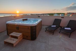 Apartments Luana with Rooftop Jacuzzi