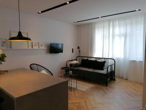 Sunny Apartment II