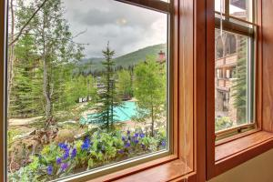Eagle Springs East 201: Horsetail Suite