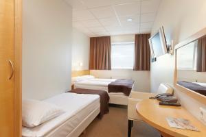 Hotel Cabin.  Mynd 8