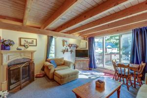 Smugglers' Notch Resort Creekside 25 - Hotel - Stowe Mountain