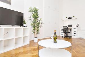 Apartments Klimentska by RENTeGO