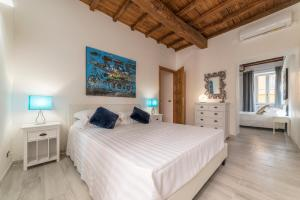 2 BD 1BA Spanish Steps Apartment - AbcRoma.com