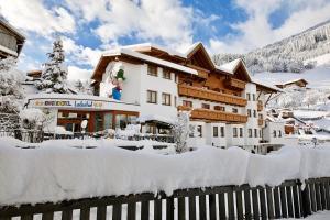 Kinderhotel Laderhof - Hotel - Ladis