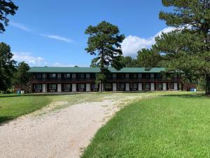 . Golden Hills Trail Ride Motel