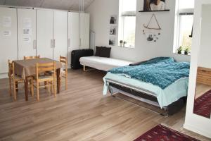 New built warm and cosy photostudio - own bath, toilet and entrance - Legoland is close by, 6000 Kolding