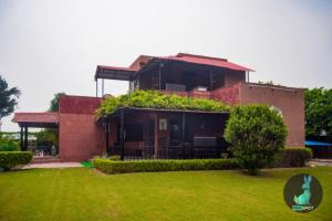 THE PEPFARM-Farmhouse with pool for parties, Case vacanze - Gurgaon
