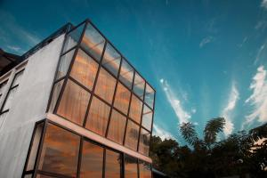 Flores Passport House