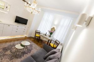 Luxury Apartment Pod Żyrandolem