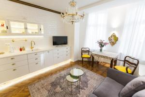 Luxury Apartment Pod Żyrandolem