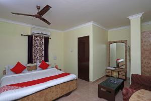 . OYO 28355 Hotel Raj Mahal
