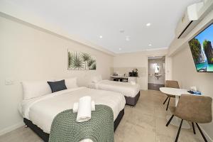 Carlton Suites
