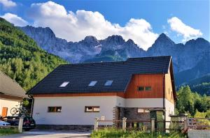 Mountain peaks Apartment with Sauna