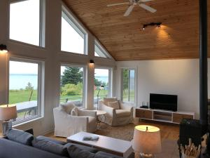 Private Waterfront Luxury on the Bras D'Or Lake - Hotel - Sydney Forks