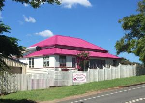 Mapleton - The Pink House
