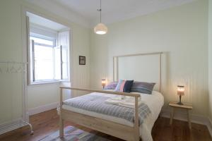 Renovated Spacious Baixa Apartment + Free Pickup, By TimeCooler