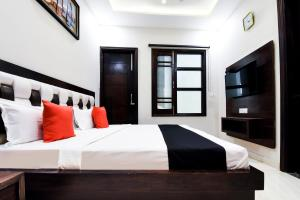 Capital O 60496 Hotel Avera, Hotel  Amritsar - big - 12