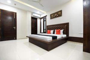 Capital O 60496 Hotel Avera, Hotel  Amritsar - big - 1