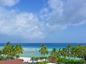 Coconut Court Beach Hotel (2 of 39)