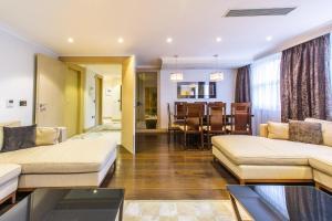 spazioso appartamento con tre camere da letto - Hotel - Courmayeur