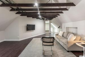 Steps to Shops, Eats in a Quiet Loft with W&D by Zencity