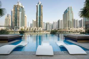 Urban Apartment with Stunning Infinity Pool by GuestReady - Dubai