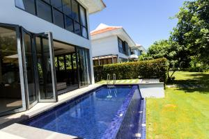 Stunning 4BR villa with private beach nearby