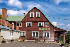 Rodinný hotel Kaiser - Hotel - Korenov