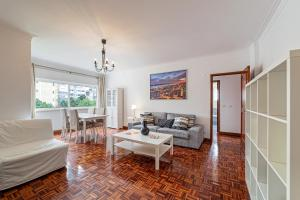Spacious 3BDR flat in Amadora w/ covered outdoor area, 2720-354 Lissabon