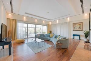 B My Guest Holiday Homes Luxurious 4BR Penthouse with Private Swimming Pool - Dubai