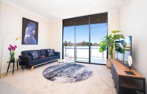 SP246-Brandnew modern Apt in Penrith with parking