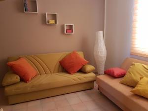The Yellow House IUN P3446